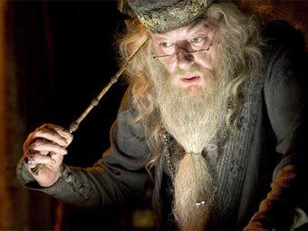 """Дамблдор в исполнении Майкла Гэмбона. Кадр из фильма """"Гарри Поттер и огненный кубок"""" с сайта Википедии"""