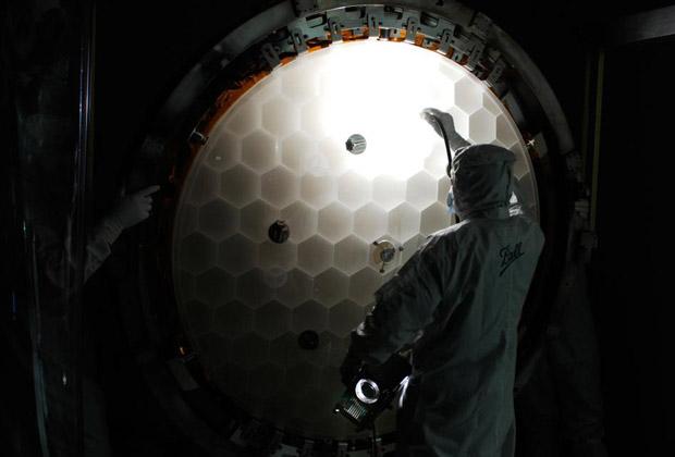 Основное зеркало телескопа имеет диаметр чуть меньше метра.