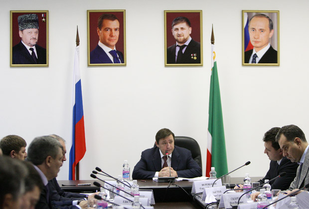Александр Хлопонин во время выездного заседания в Чечне