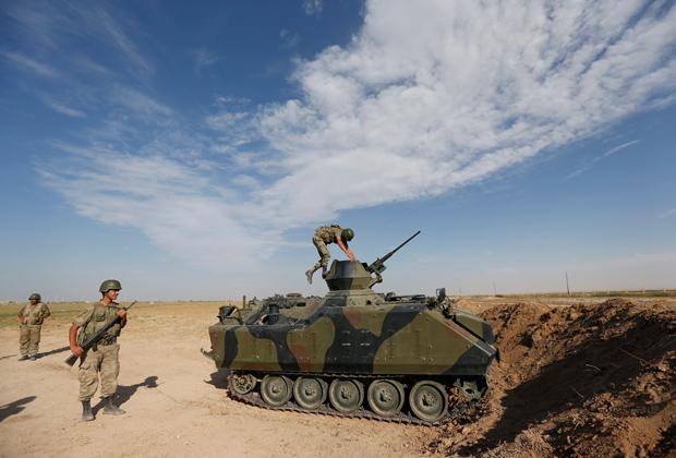 Турецкие военные на турецко-сирийской границе