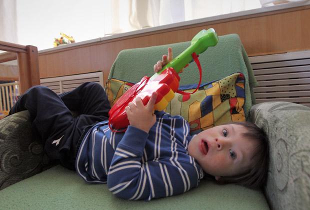 Воспитанник Дома ребенка в Санкт-Петербурге Артем, процесс усыновления которого приостановлен из-за «антимагнитского закона»