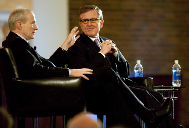 Дэвид Бут (справа) и декан бизнес-школы при Чикагском университете Тед Снайдер