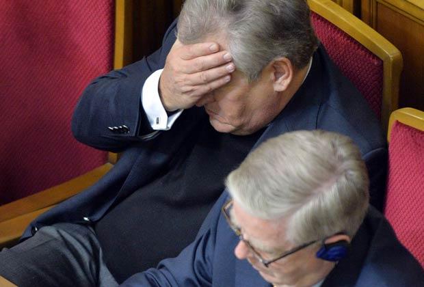 Руководители миссии Европарламента Александр Квасьневский и Пэт Кокс во время голосования в Верховной Раде по проектам законов, позволяющих осужденным выехать на лечение за рубеж. 21 ноября 2013 года.