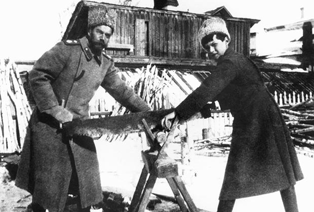 Николай II и цесаревич Алексей в Тобольске, 1917 год