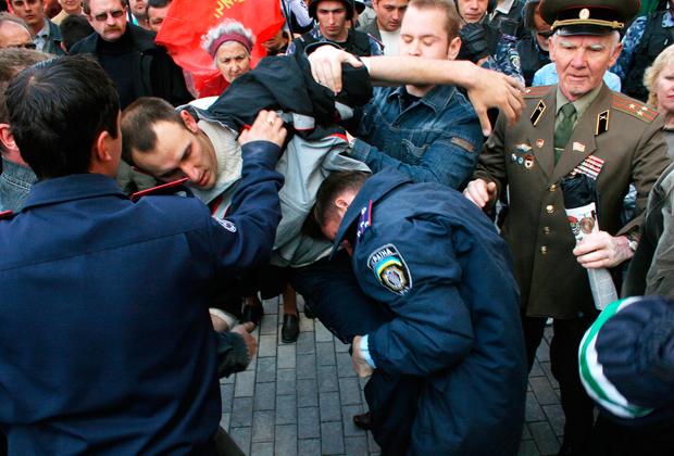 На митинге пророссийских активистов в Симферополе, 2008 год.