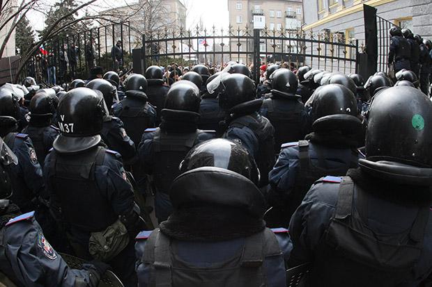 Милиция около Донецкой областной администрации