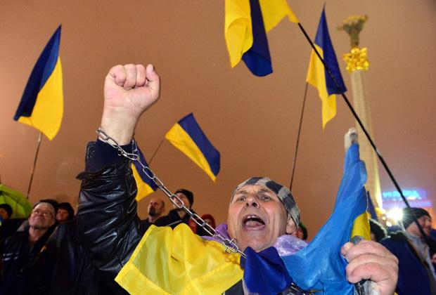 Один из первых митингов в поддержку евроинтеграции на площади Независимости в Киеве, 22 ноября 2013 года