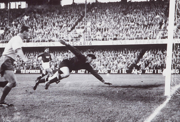 ЧМ-1958. Лев Яшин пропускает гол в четвертьфинале со Швецией