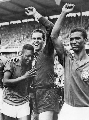 Слева направо: Пеле, вратарь сборной Бразилии Жилмар и полузащитник Диди