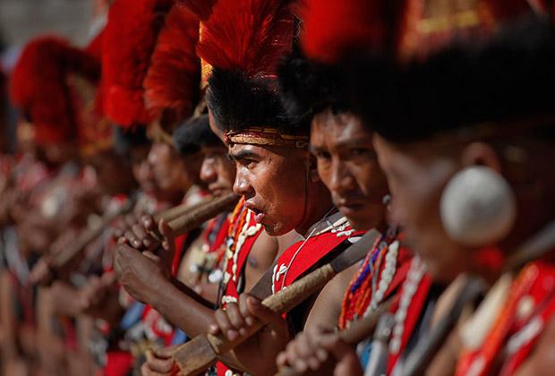 Представители племени нага