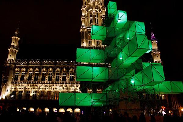 Горожане невзлюбили инсталляцию, поставленную вместо рождественской елки в Брюсселе