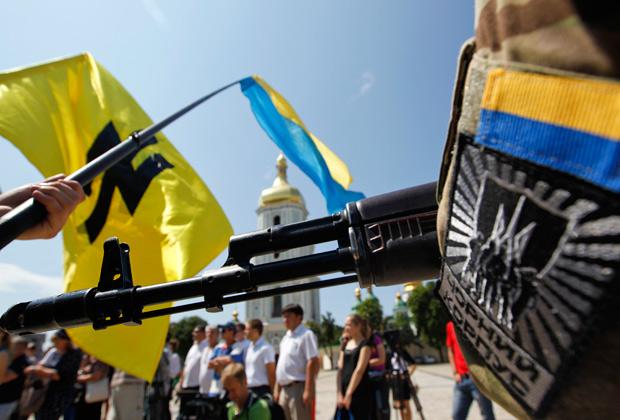Добровольцы батальона «Азов» во время церемонии присяги на верность Украине, Киев, 16 июля 2014 года