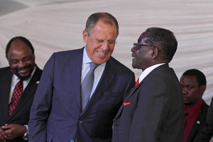 Zimbabwean President Robert Mugabe (R) shares a light moment with Russian Foreign Affairs Minister Sergey Lavrov at Great Dyke Mine in Darwendale, near his rural home in Zvimba communal lands, September 16, 2014