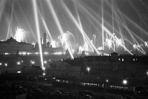 Праздничный салют в честь победы в Великой Отечественной войне