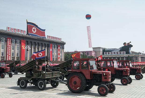 Парад военной техники, посвященный 60-летию окончания Корейской войны. Пхеньян. 27 июля 2013