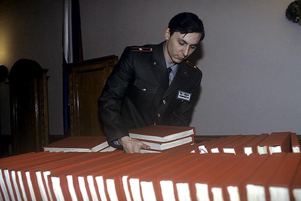 125 томов дела ГКЧП, слушания которого начались в Военной коллегии Верховного Суда РФ 14 апреля 1993 года