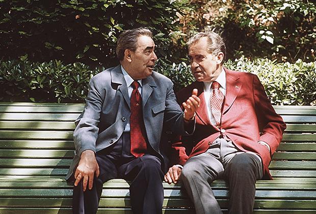 Леонид Ильич Брежнев (слева) и Ричард Никсон