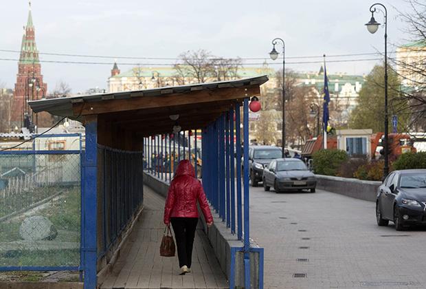 Пешеходная зона в Лаврушинском переулке в московском районе Замоскворечье