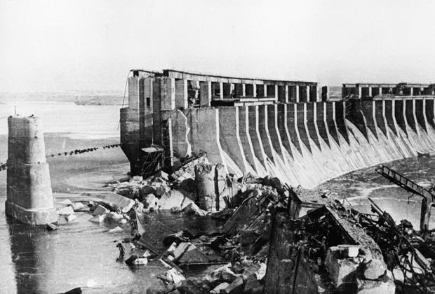 Днепрогэс, взорванная уже отступающими немцами, 14 октября 1943 года