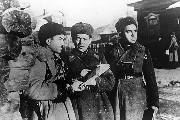 Командир 316-ой стрелковой дивизии генерал-майор Иван Васильевич Панфилов (слева), начальник штаба полковник И.И. Серебряков и старший батальонный комиссар С.А. Егоров.