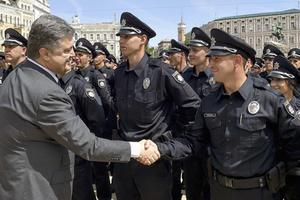 Петр Порошенко на церемонии принесения присяги cотрудниками патрульной полиции на Софиевской площади