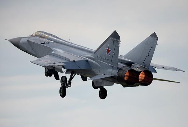 Истребитель-перехватчик МиГ-31 на авиационном фестивале «Крылья Пармы» на военном аэродроме ЦВО «Сокол» в Перми