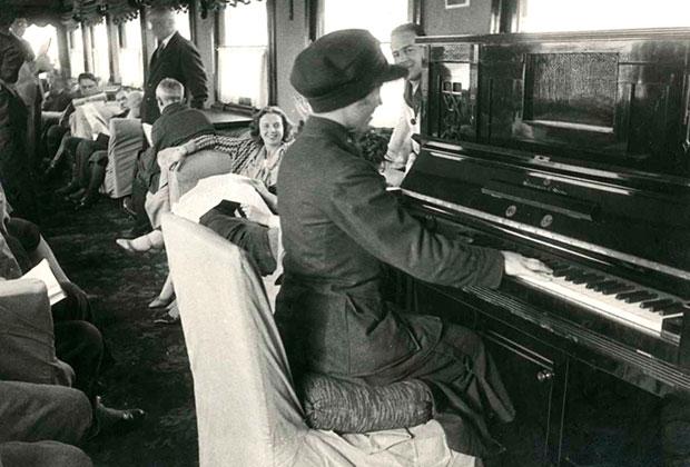Вагон-ресторан в поезде Москва — Тбилиси, 1935 год