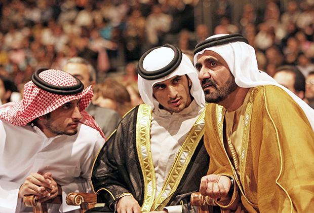 Рашид (в центре) с отцом (справа) и братом Ахмедом, 2006 год