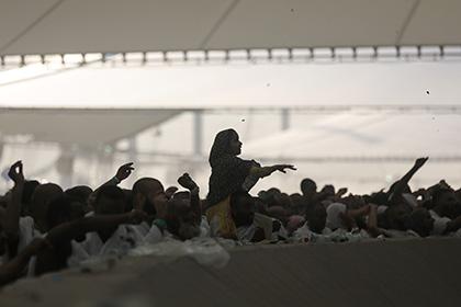 Число жертв давки в ходе побивания камнями шайтана в Мекке достигло 310 человек