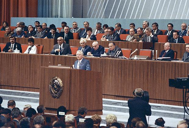 Секретарь ЦК КПСС Егор Лигачев выступает на XIX Всесоюзной конференции КПСС в Кремлевском Дворце съездов