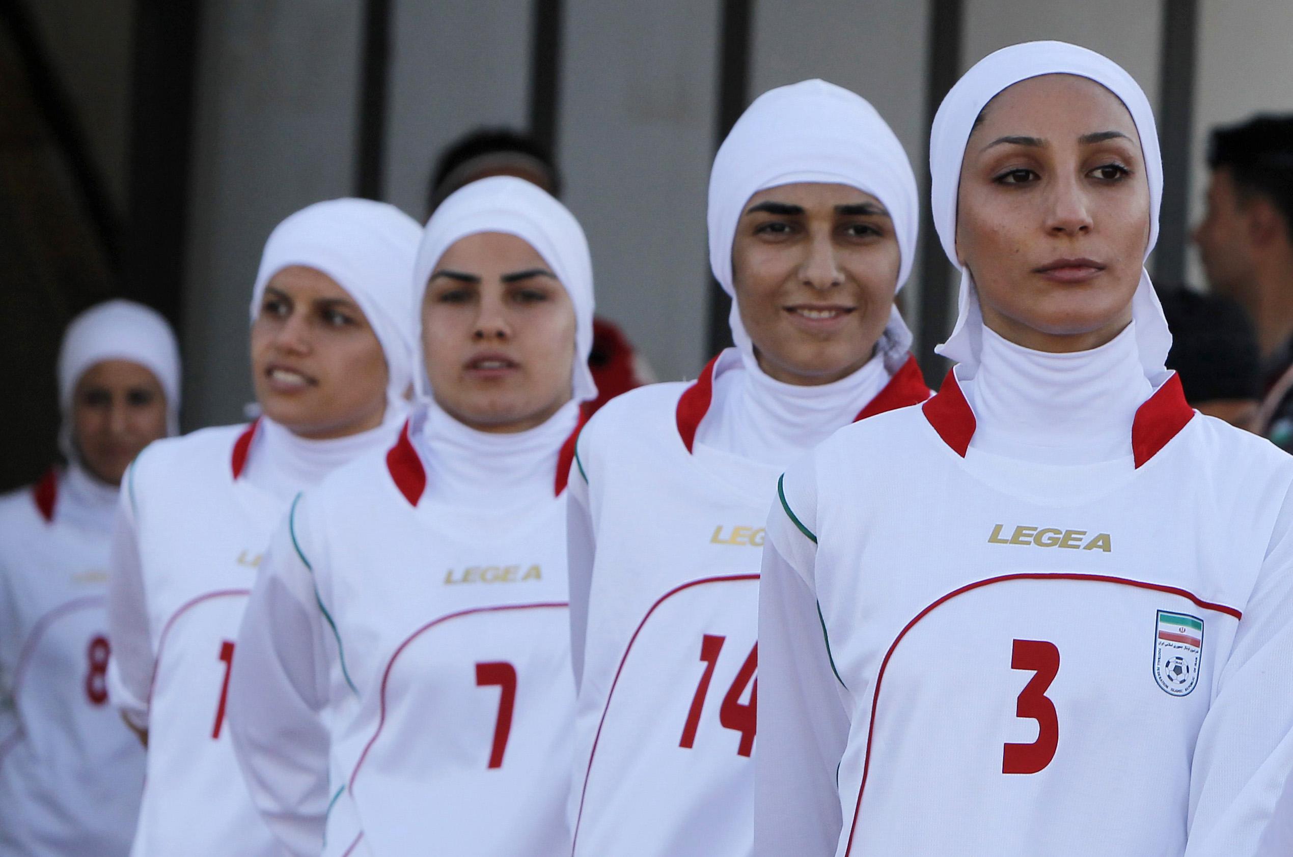 Ролик женской футбольной команды в душе 1 фотография