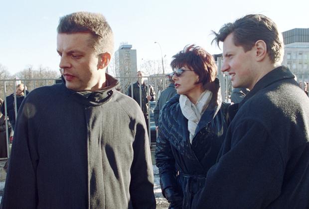 Леонид Парфенов, Татьяна Миткова и Алексей Пивоваров (слева направо) на пресс-конференции сотрудников НТВ, посвященной смене руководства
