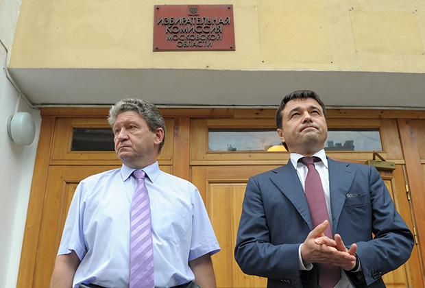 Глава Подмосковья Андрей Воробьев (справа)