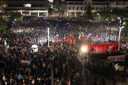 Милиция разгоняет митинг оппозиции вЧерногории слезоточивым газом
