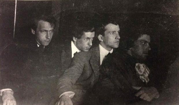 Велимир Хлебников, Сергей Долинский, Леонид Кузьмин и Владимир Маяковский, 1912 год