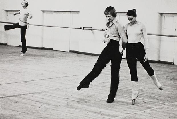 Солисты балета Государственного академического Большого театра СССР Майя Плисецкая и Марис Лиепа на репетиции.1970-е