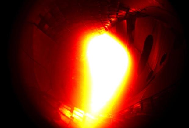 Вакуумная камера Wendelstein 7-X с плазмой в ходе испытаний 10 декабря