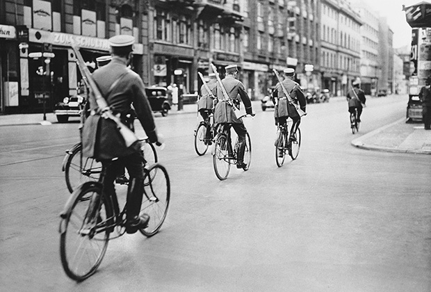Полиция патрулирует улицы Берлина, 1934 год