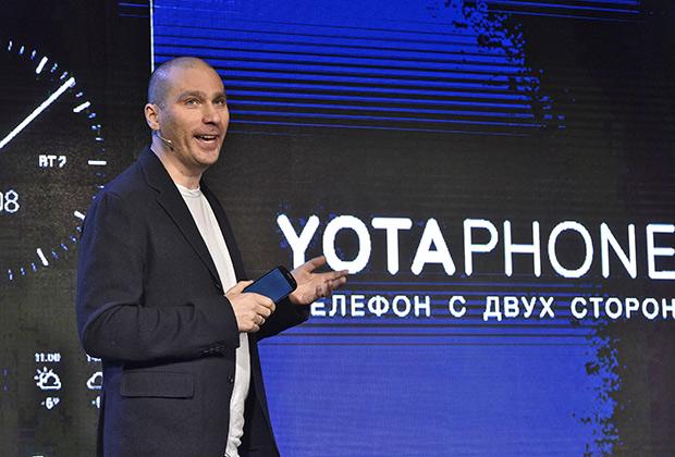 Владислав Мартынов на презентации YotaPhone 2