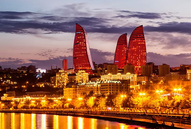 Самое сильное впечатление от вечернего Баку — это море огней
