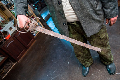 Эстония может передать конфискованный на русской границе меч викингов Украине