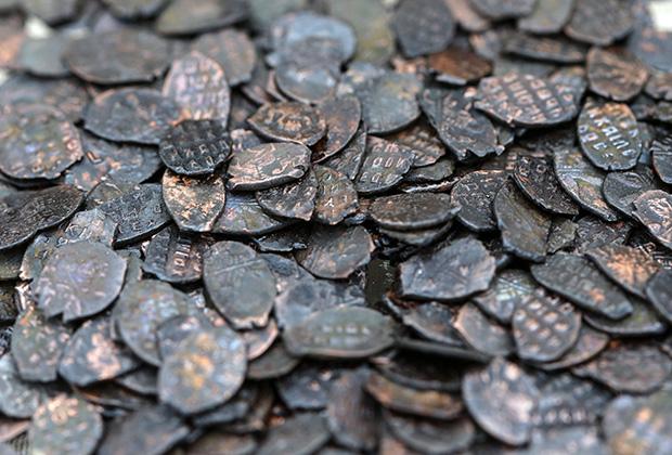 Медные монеты времен правления царя Алексея Михайловича, найденные во время археологических раскопок в Кадашевской слободе.