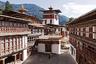 """Девятая строчка рейтинга досталась Бутану. Россиянам в загадочное южноазиатское королевство стоит ехать хотя бы потому, что Таиланд, Индонезия и Индия уже надоели. Что посмотреть? Конечно же, каменные монастыри-крепости — дзонги. Стоит иметь в виду, что Бутан — достаточно закрытое государство, и обычному туристу туда не так-то просто попасть. Страну не раз <a href=""""https://lenta.ru/news/2017/09/13/noguests/"""" target=""""_blank"""">называли</a> одной из самых негостеприимных в мире. Этому, кстати, в свое время очень <a href=""""https://www.instagram.com/p/BUpOhNahhwM/?utm_source=ig_embed&utm_campaign=embed_ufi"""" target=""""_blank"""">радовалась</a> Ксения Собчак."""