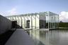 Андо проектировал галерею фонда Лангенов, которая находится на музейном острове Хомбройх неподалеку от Дюссельдорфа. Для выставок там предусмотрены две зоны: спокойная — для искусства Востока и более динамичная — для современного искусства.