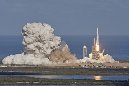 «Роскосмос» посчитал запуск FalconHeavy рекламой Tesla