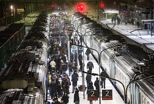 Утренний час пик на железнодорожной станции Одинцово
