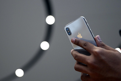 Ребенок заблокировал iPhone на 47 лет