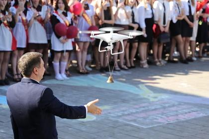 В белорусской школе первоклашку на последнем звонке заменил беспилотник