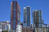 Три башни сиднейского комплекса Inernational Towers расположены в пространстве так, чтобы по максимуму задействовать естественное освещение и обеспечить лучшие видовые характеристики.