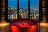 Вариант для тех, кто предпочитает каменные джунгли, — японский отель Conrad Osaka. Никаких животных, только небоскребы у ваших ног: номера расположены на этажах с 33-го по 40-й и обеспечивают вид на город сверху вниз.